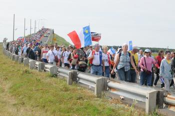 SYMBOLIC MARCH: At the opening of the 2009 World Acadian Congress , more than 3,000 people joined a march across the Miscou bridge in northeastern New Brunswick. In the middle of the bridge they were met by visitors from Loudon, France, who gave them some earth from the Loudon region where many of the Acadians' ancestors came from. (Province of New Brunswick)