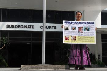 Despite the indictment, Ms. Ng continues to explain to people the truth about Falun Gong, and about the persecution in China that started in July 1999. (The Epoch Times)