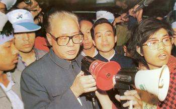 May 19th, 4am: Zhao Ziyang and Wen Jiabao, China's current premier, suddenly appear on the Square without advanced announcement and visit the students who are still on hunger strike inside the bus. Zhao Ziyang has just been reprimanded by the Party leadership and is out of power at that moment. (64memo.com)