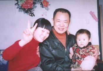 A photo of Zhang Lin, with his wife and daughter before the imprisonment (The Epoch Times)