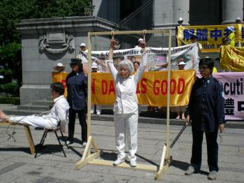 A re-enactment of torture methods used against Falun Gong practitioners in China. (Joan Delaney/The Epoch Times)