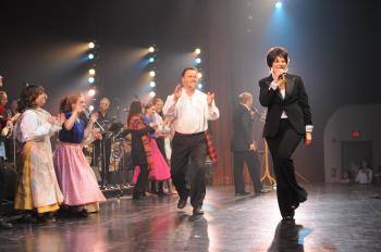 Deborah Davis (creator and producer) and Peter Beaudoin (musical director) in the finale of the 2009 edition of A Musical Taste of Our Canadian Heritage at the Canadian Museum of Civilization. (Courtesy of Alan Dean Photography)