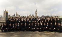 Shen Yun Performers Take a Break and Visit the Sights of London