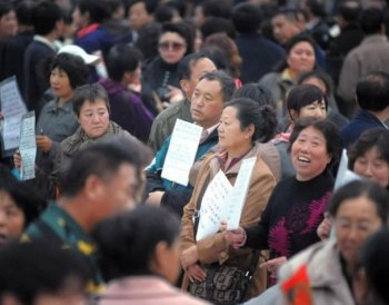 A matchmaking expo on Oct. 23 in Shenyang City, northeastern China. Over ten thousand people, mostly parents, showed up in pursuit of mates for their children. (The Epoch Times Photo Archive)
