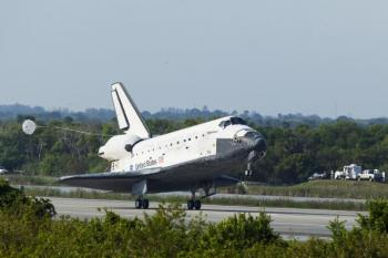 Space Shuttle Discovery Lands In Florida