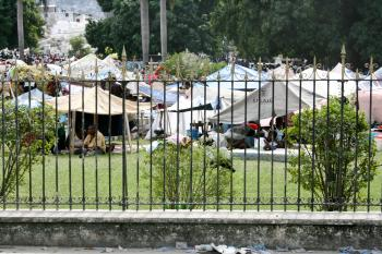 The authorities set up tents where the police could supervise construction day and night.   (The Epoch Times)
