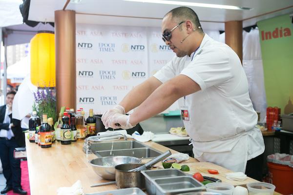 Chef Brian Tsao cooks Oyster Tempura Po' Boys at the 2015 Taste Asia. (Samira Bouaou/Epoch