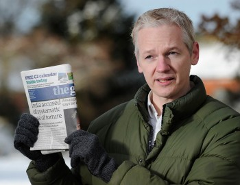 PARTING ALLIES: WikiLeaks founder Julian Assange holds up a copy of Britain's Guardian newspaper on Dec. 17, 2010.  (Carl Court/AFP/Getty Images)