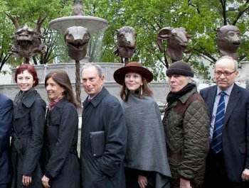 ZODIAC OF SUPPORT: Mayor Bloomberg stands with a group of prominent artists and patrons of the arts who came in support of the opening of the 'Circle of Animals/Zodiac Heads' by Ai Weiwei. They called attention to the deprivation of rights in China. (The Epoch Times)