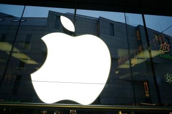 Apple Has Blowout Quarter, Tops All Expectations
