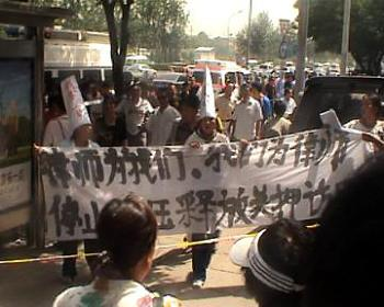 Chinese activists hold a banner that says, 'Celebrate the resignation of Mubarak and the end of totalitarian rule in Egypt.' (Courtesy of a Chinese activist)