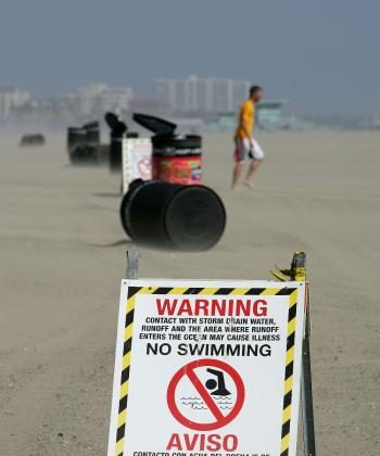 SOMETHING FUNKY: Signs warn beach-goers and swimmers not to enter the water, which could have unhealthy levels of bacteria emanating from a nearby drain, south of Will Rogers State Beach on May 21, 2008 north of Santa Monica, California.  (David McNew/Getty Images)