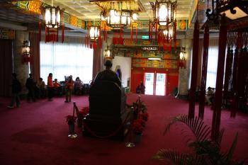 A statue of Chiang Kai-Shek sits in the lobby. (Matthew Robertson/The Epoch Times)