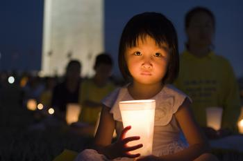 Falun Gong Holds Candlelight Vigil in Washington, D.C. [Photo Gallery]