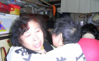 Duan Huimin's mother held one petitioner and cried. (The Epoch Times)