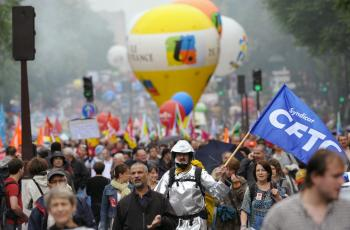 Masses Protest in France Against Pushing Retirement Age Past 60