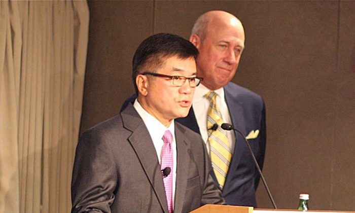 Gary Locke (L), the U.S. Ambassador to China, with Douglas H. Paal, vice president for studies at Carnegie (R), at the Carnegie Endowment for International Peace on Sept. 13. Locke gave his first address in the United States since becoming ambassador. (Matthew Robertson/The Epoch Times)
