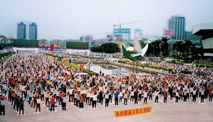 Millions of Falun Gong practitioners regularly gathered to practice exercises in parks all across China. Photo taken during morning practice in Guangzhou in 1998.