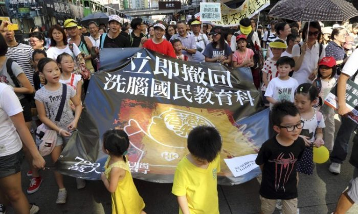 Starting at Victoria Park, 90,000 Hong Kong residents marched on July 29 against plans to introduce Chinese national education classes in Hong Kong schools. (Pan Zaishu/The Epoch Times)