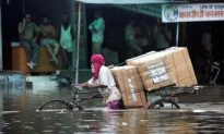 Floods Leave Thousands Homeless in India, Nepal