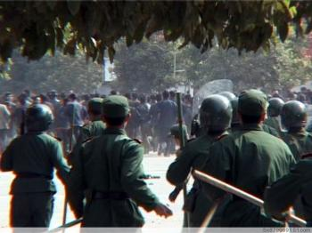 Armed police face off against a crowed of protesters. (Provided by mainland China Internet users)