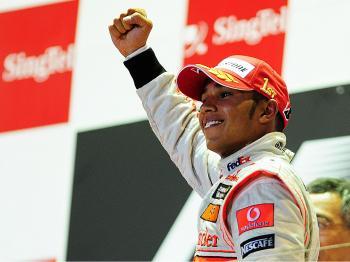 Hamilton Breezes to Win in Singapore F1 Grand Prix