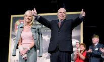 McCain Cheers Off-shore Drilling on Oil Rig