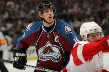 CAPTAIN AVALANCHE: Joe Sakic in action against the Detroit Red Wings in last season's playoffs. (Doug Pensinger/Getty Images)