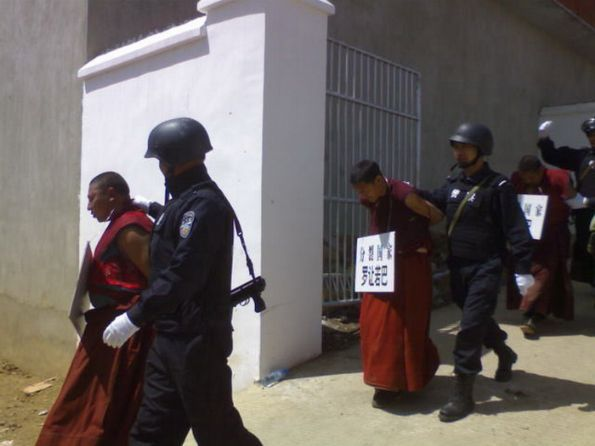 Chinese security forces take Tibetan monks into custody