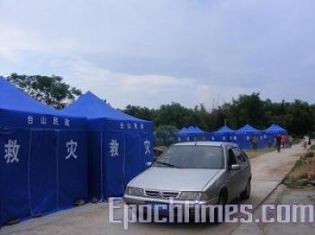 Villagers living in emergency tents (The Epoch Times)