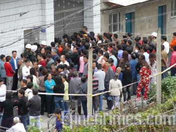 Villagers visit the deceased's home to show support.   (The Epoch Times)