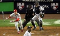 Utley Homers Put Phils Up 1-0 in World Series