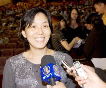 Ms. Huang Tsui-mei, dean of the College of Letters and Culture Heritage, the National Tainan University of Arts, watched Shen Yun in Chiayi on March 11, 2009. (The Epoch Times)