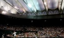 Murray Thrills British Fans Under Roof