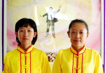 Jing Cai (L) and Jing Tian prepare for a Falun Dafa parade in Thailand.  (Courtesy of Jing Tian)