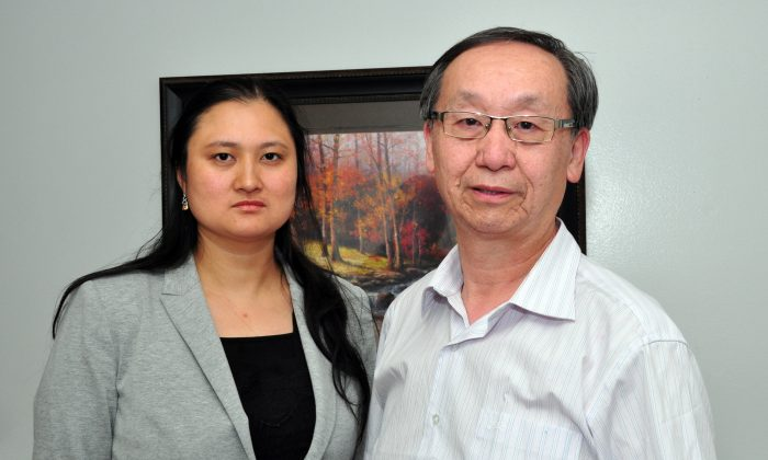 Former Chinese Canadian Post chief editor Helen Wang and reporter Jonathan Fon talk to media in Toronto on Aug. 6, 2015. (Allen Zhou/ Epoch times)