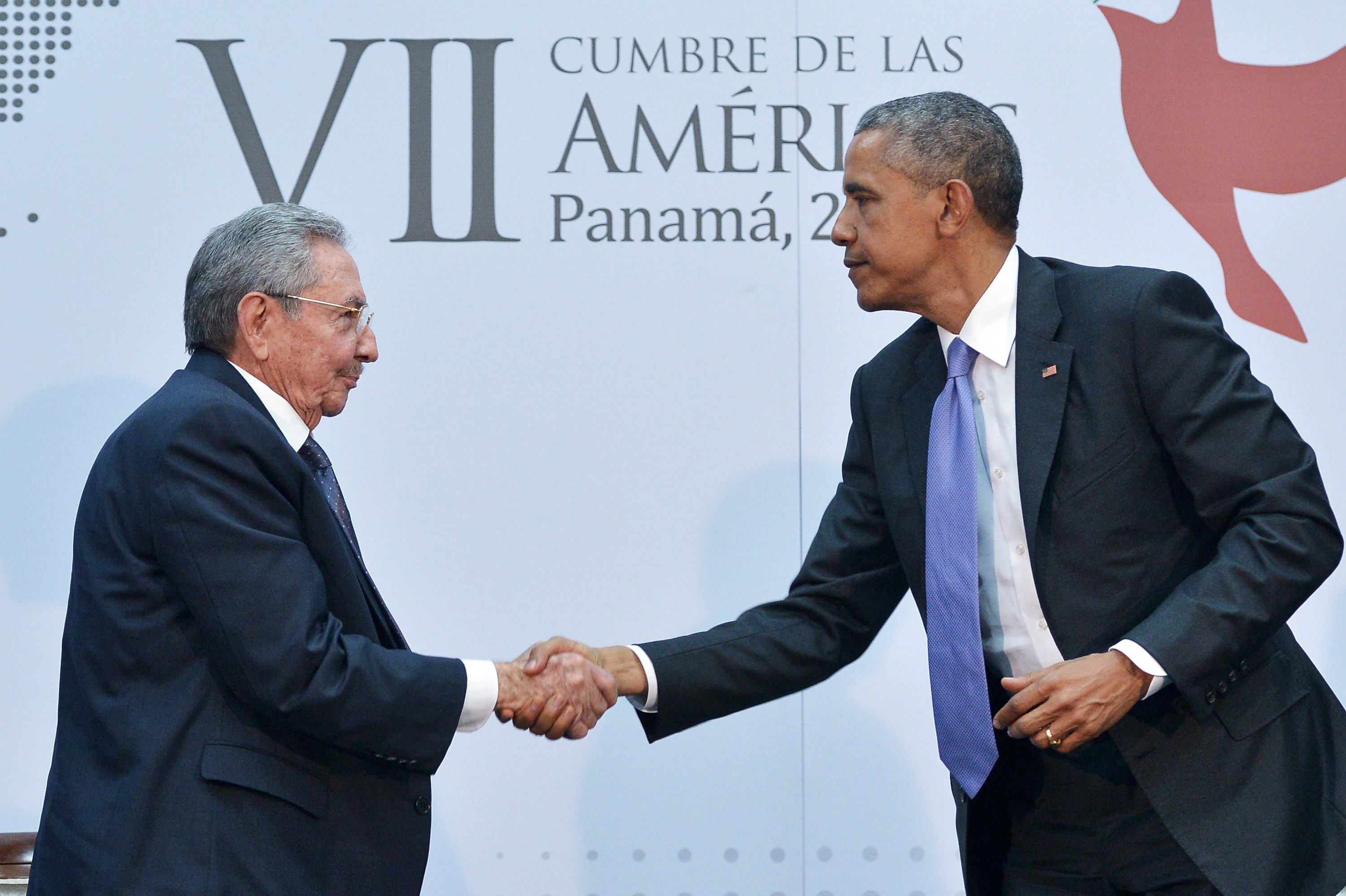 President Barack Obama (R) shakes hands with Cuban Dictator Raul Castro (L) during the Summit of the Americas at the ATLAPA Convention Center, in Panama City, on April 11, 2015. (Mandel Ngan/AFP/Getty Images)