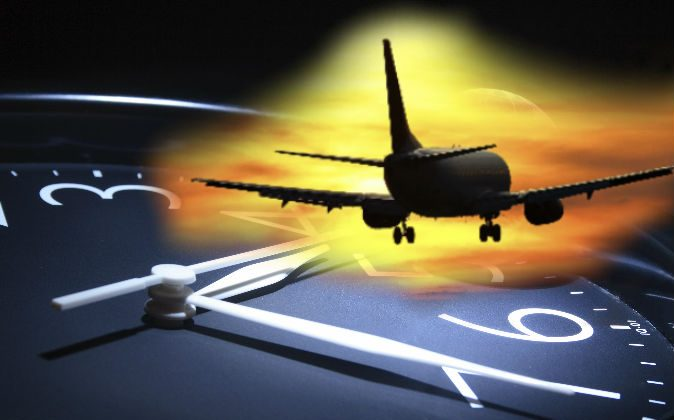 Plane Said To Vanish Reappear Minutes Later Time Slip - 5 minute video explains airplanes made