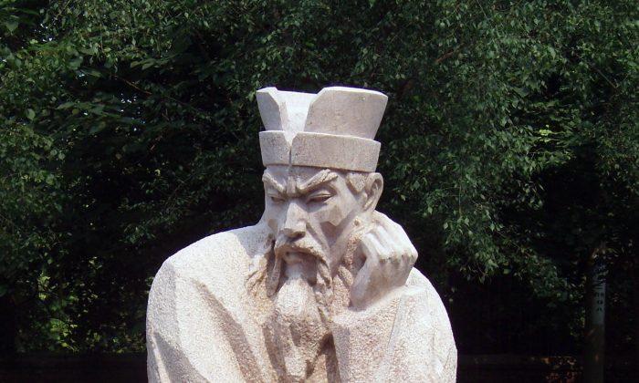 A modern Chinese statue of Shang Yang