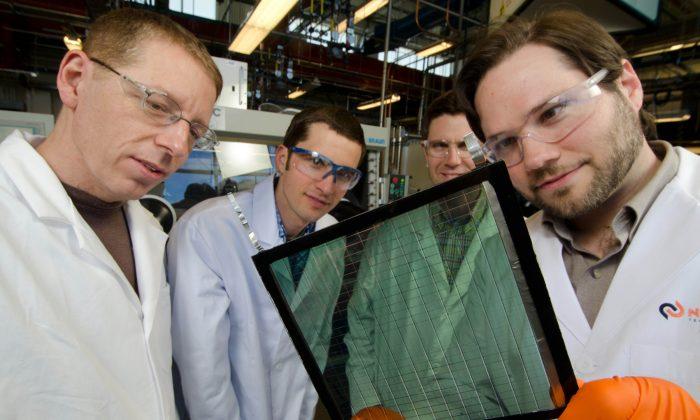 Scott Hammond (R) principal scientist at Solar Window Technologies, Inc. with the team at NREL. (Courtesy of Solar Window Technologies, Inc.)