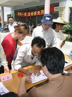 Signing petition to remove corrupt village head -  Scene 2 (The Epoch Times)