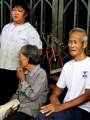 Concerned villagers outside the locked accounting office (The Epoch Times)