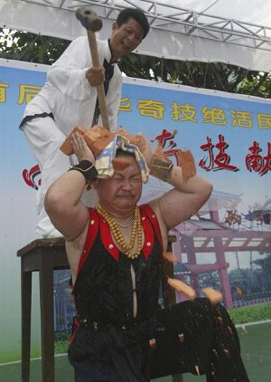 Qigong performance at a traditional arts and culture exhibition in Guangdong Province on May 3, 2005 (Getty Images)