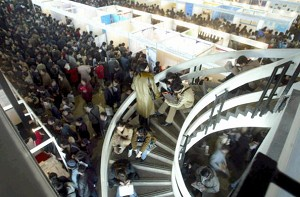Beijing: stream of people at an employment exposition (AFP/Getty Images)