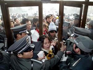 Beijing: people struggle to enter an employment registration center (AFP/Getty Images)