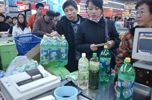 In the morning of November 21, 2005, Harbin City government informed Harbin resident that both industrial and civil water supply would be cut off from 4 o'clock in the afternoon the same day. (The Epoch Times)