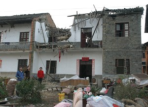 A house that collapsed because of the earthquake in Jiujiang, Jiangxi Province, China, on Nov. 26, 2005 (The Epoch Times).