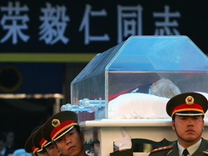 Chinese soldiers carry the remains of Rong Yiren, the former Vice-President of China, during a memorial service on November 3, 2005 in Beijing, China. (China Photos/Getty Images)