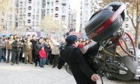 Photo Report: Man Lifts Motorcycle with Mouth
