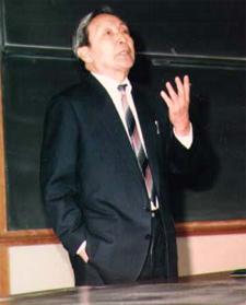 Liu Binyan lecturing. (www.cis.umassd.edu)